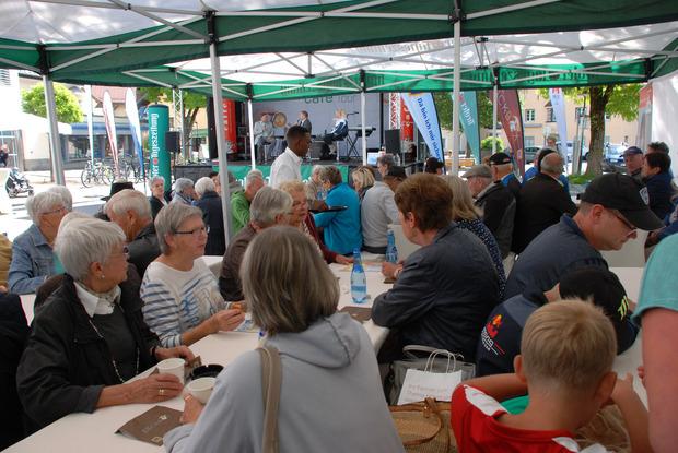 Gemütliches Beisammensein gibt es auch heuer wieder beim TT-Café am Isserplatz in Reutte.