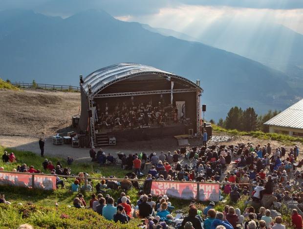 """Zahlreiche Besucher waren vergangenes Jahr bei """"Klassik am Berg"""" dabei."""