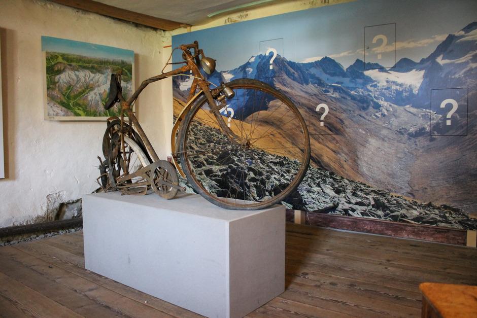 """Eine Begegnung mit """"Ötzis Bike"""", wie es bereits humorvoll genannt wird, bleibt voller Fragezeichen. Jetzt ist das Fahrrad ein Exponat."""