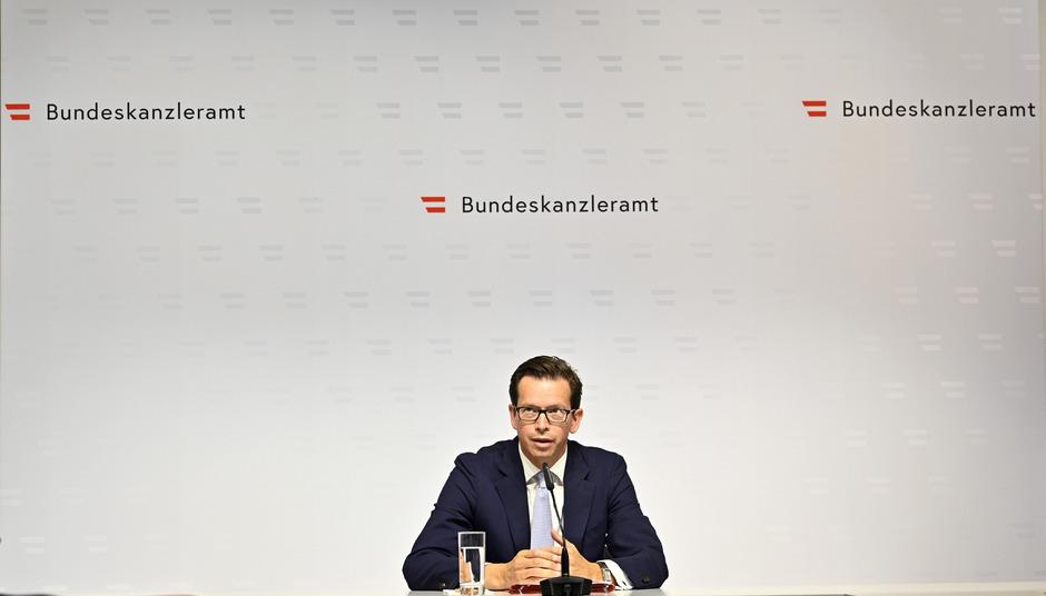 Alexander Winterstein in seiner neuen Funktion als Sprecher der Übergangsregierung Brigitte Bierlein.