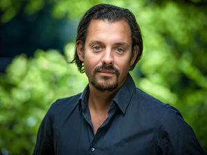 Adam Pawloff ist Klimaexperte bei Greenpeace: Aus für Diesel und Benziner in zehn Jahren.