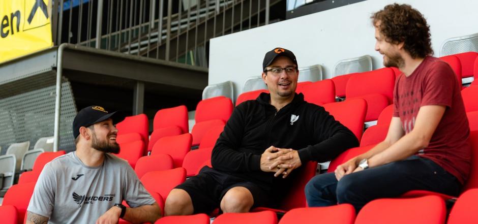 Ex-Raiders-Quarterback Kyle Callahan und Raiders-Coach Shuan Fatah im Gespräch mit der TT.