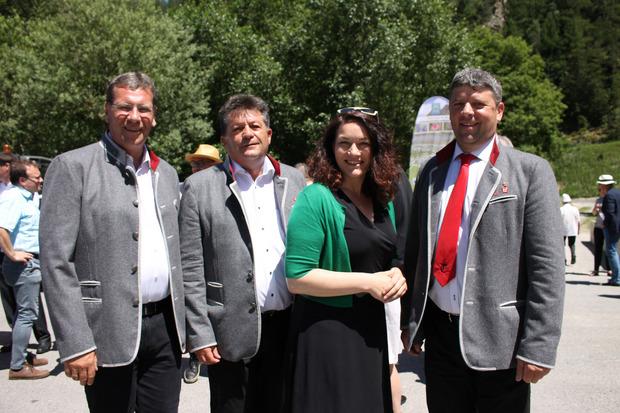 LA Jakob Wolf, Naturpark-Obmann Ernst Schöpf, LHStv. Ingrid Felipe und Längenfelder BM Richard Grüner (v.l.) freuten sich über das Naturpark-Projekt.