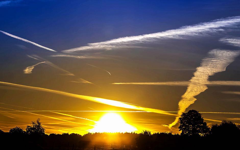 Kondensstreifen können das Klima beeinflussen.