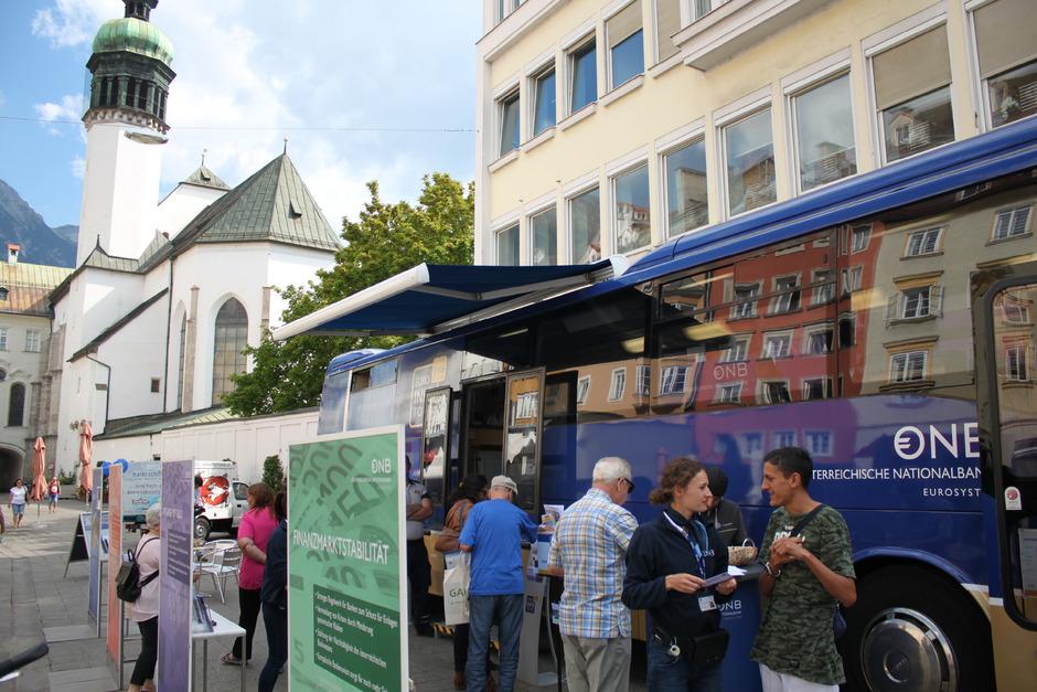 Anfang Juli ist der Euro-Bus der OeNB wieder in Tirol unterwegs.