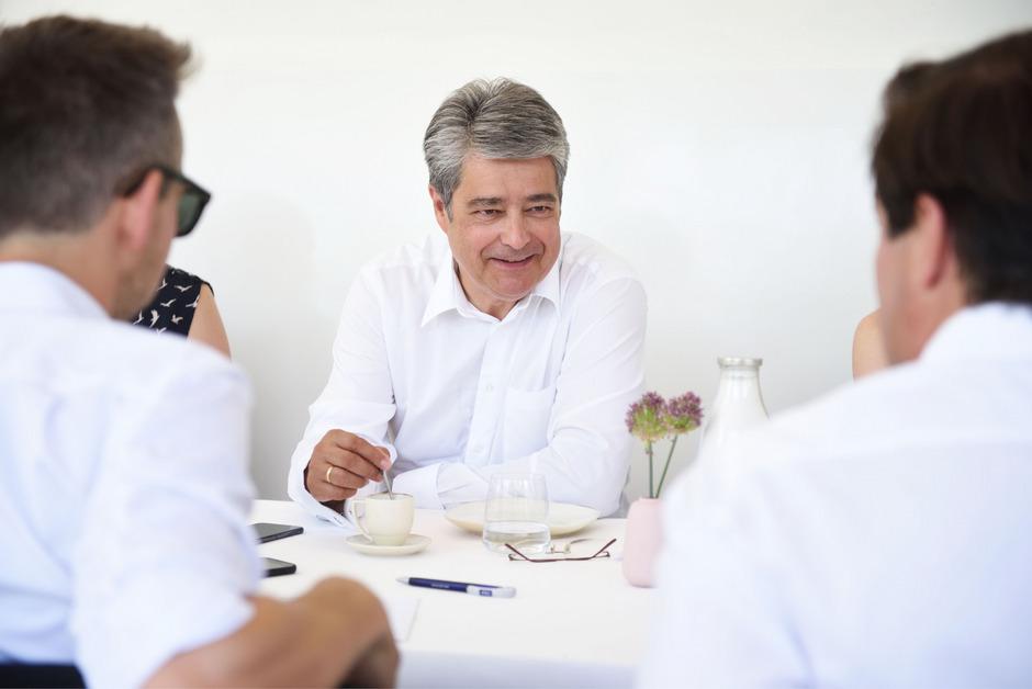 """Wolfgang Hesoun ist seit 2010 Siemens-Generaldirektor. Der SPÖ-nahe Manager geht hart mit dem Gewerkschaftsbund und der """"Weltuntergangsstimmung"""" bei der Arbeitszeitflexibilisierung ins Gericht."""