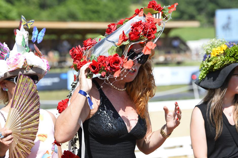 Der Siegerhut von Bettina Villinger wurde für Charityzwecke versteigert.