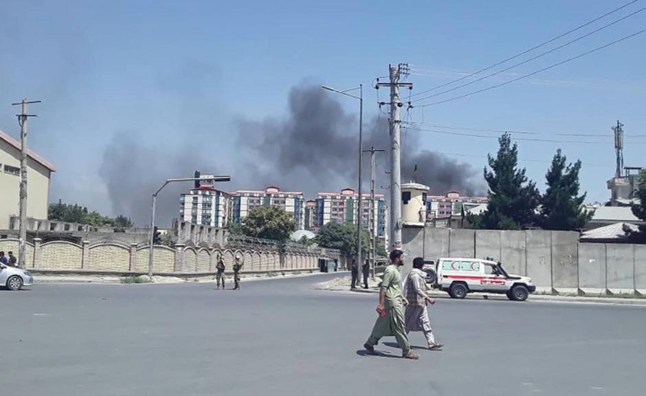 Rauchschwaden über Kabul nach der Explosion einer Autobombe.