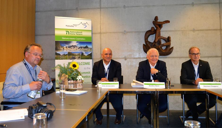 Hermann Stuppner, Günther Bonn und Aldo Ammendola stellen mit Initiator Gerald Hauser in Lienz das Projekt der Anbauflächen vor (v.r.).