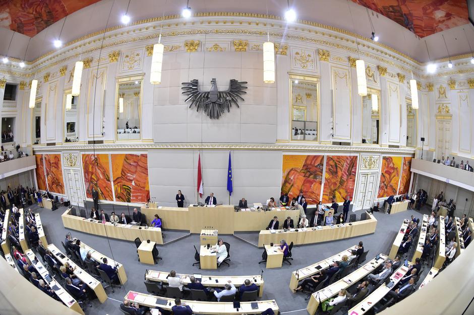 Bereits am Mittwoch soll das neue Gesetz zur Parteienfinanzierung mit der Mehrheit von SPÖ, FPÖ und Liste Jetzt beschlossen werden.