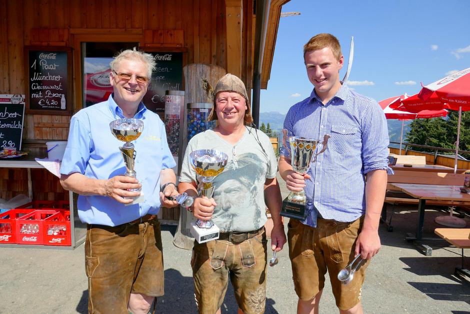 Organisator Peter Aschaber, Showlöffel-Sieger Hans Bachler und Tempolöffel-Sieger Michael Margreiter (von links) nach der Europameisterschaft in Hochbrixen.