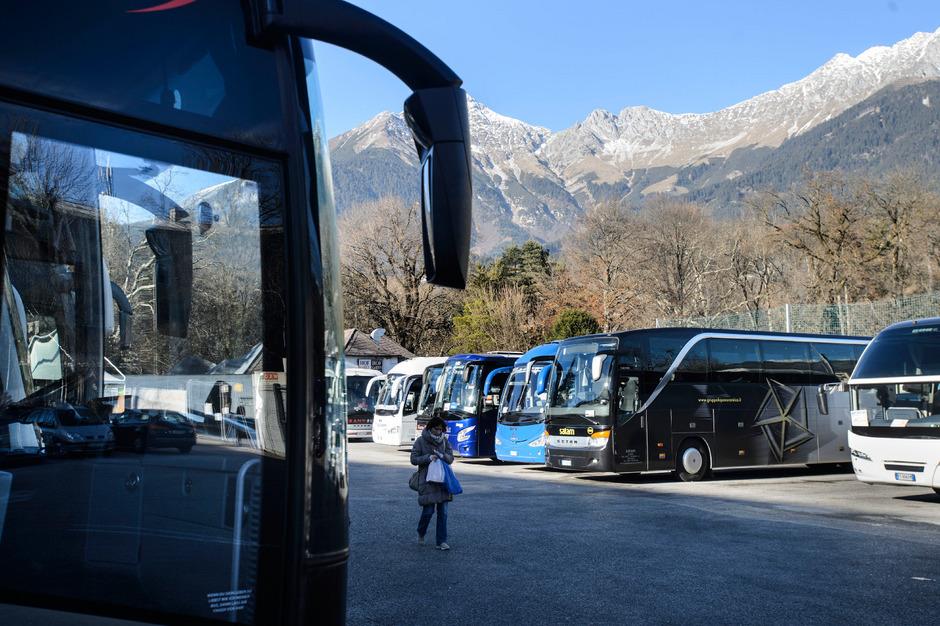 Wo und wie in den kommenden Jahren die Reisebusse in Innsbruck parken sollen, darüber gibt es erneut politische Diskussionen.