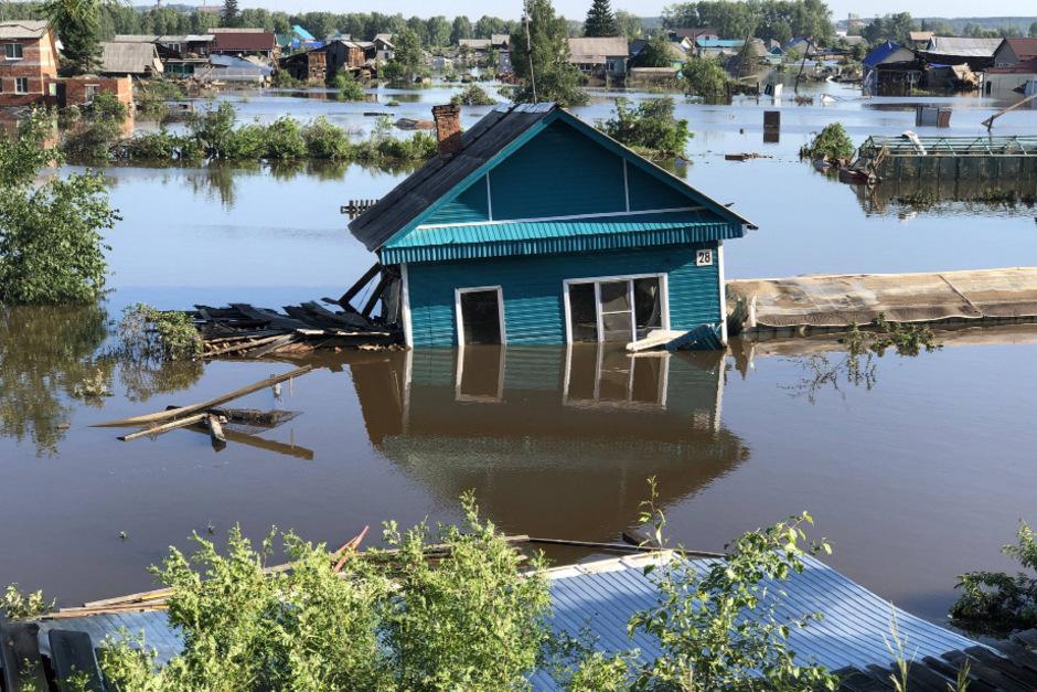 Seit dem 25. Juni wurden rund 96 Ortschaften und mehr als 10.000 Gebäude überschwemmt.