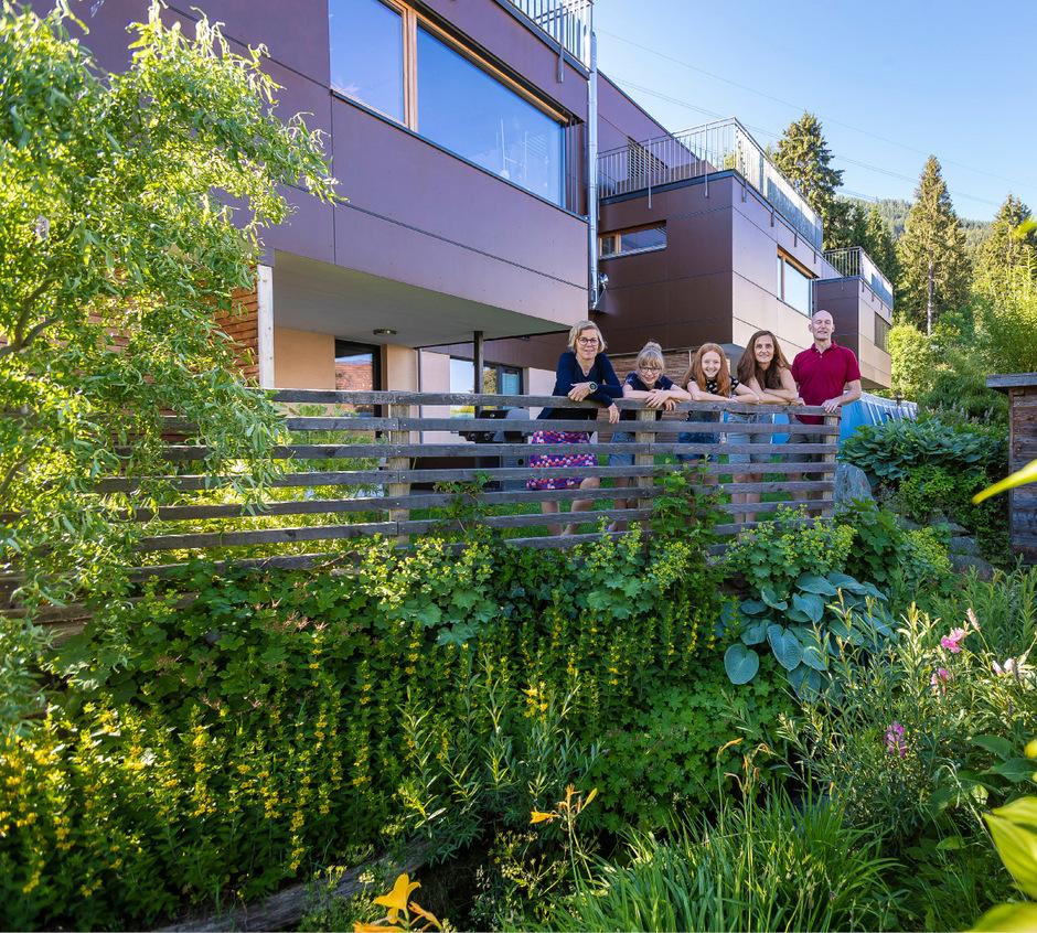 Fünf von vielen: Barbara Bliem mit Tochter Luisa neben ihrer Freundin Paula mit ihren Eltern Martina Kornschober und Architekt Christian Melichar (v.l.).