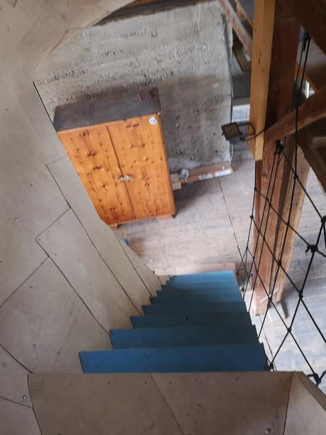 Die blauen Treppen waren in ihrem ersten Leben ein Baustoff auf einem Musikfestival.