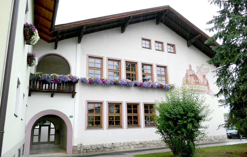 Die neue Breitenbacher Volksschule wird anstelle des alten Gebäudes an das Gemeindeamt angebaut.