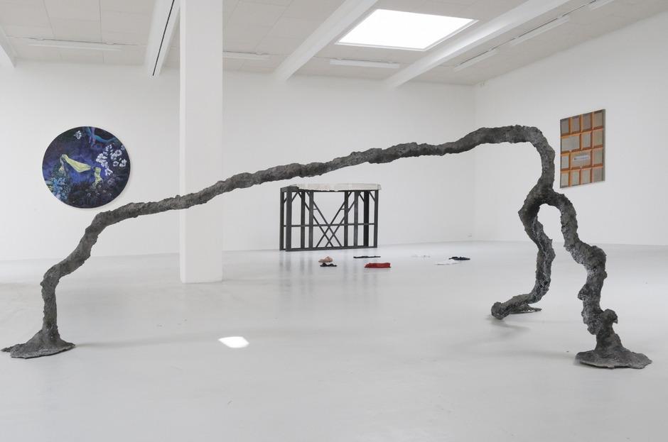 Fünf von 18 Positionen in Wien lebender Maler, Bildhauer, Medienkünstler und Objektemacher unter 35.
