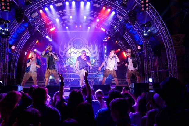 Die Volks-Rock'n'Roller voXXclub & friends und ihre Special Guests werden dem Publikum beim Burning Lederhose einheizen