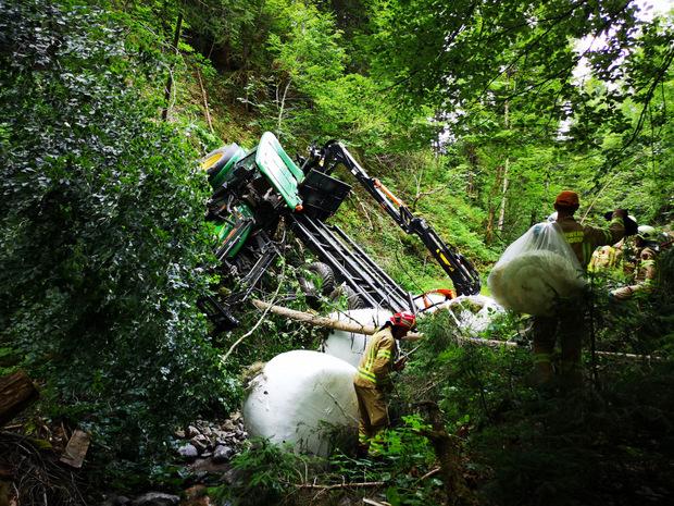 Einsatzkräfte am Unfallort in Fieberbrunn.