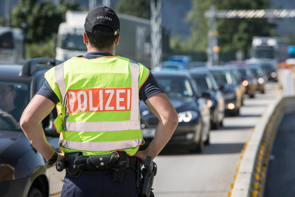 Die deutsche Polizei bei der Personenkontrolle am Autobahngrenzübergang Kiefersfelden/Kufstein. Bis vor Kurzem ein dauerhaftes Bild.