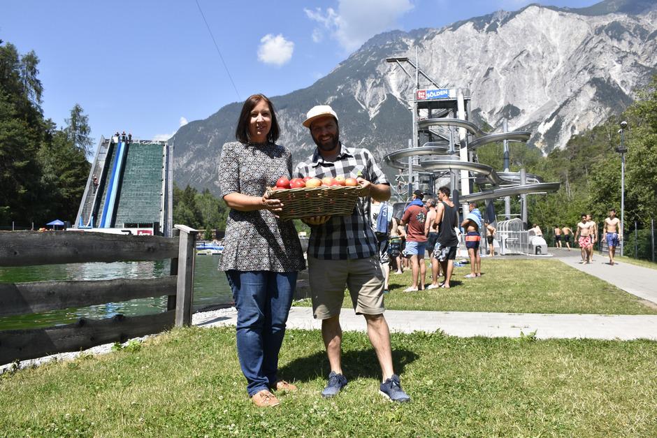 Alexandra Harrasser vom Obstlager und Chris Schnöller von der Area präsentieren ihre Kooperation mit einem gewissen Frische-Kick.