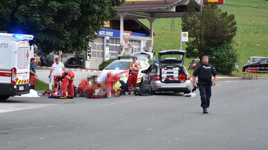 Der Verdächtige schoss auf die Polizisten, die sich ihm näherten. Er wurde mit dem Notarzthubschrauber in die Klinik gebracht.