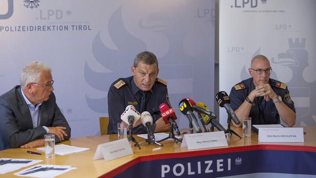 LKA-Chef Walter Pupp, Landespolizeidirektor Helmut Tomac und Stadtpolizeikommandant Martin Kirchler (v.l.n.r.) bei der Pressekonferenz am Donnerstagmittag.