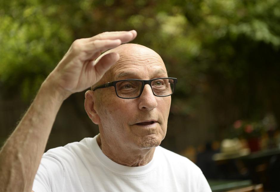 Der 83-jährige Mark Burin erzählt seine Geschichte – sie handelt von Flucht, Trauer, Schmerz, aber auch glücklichen Momenten.