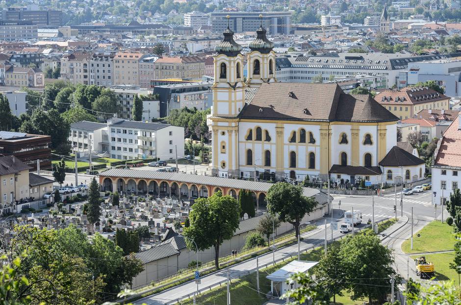 Für die Innsbrucker Friedhöfe gibt es jetzt einen digitalen Wegweiser.