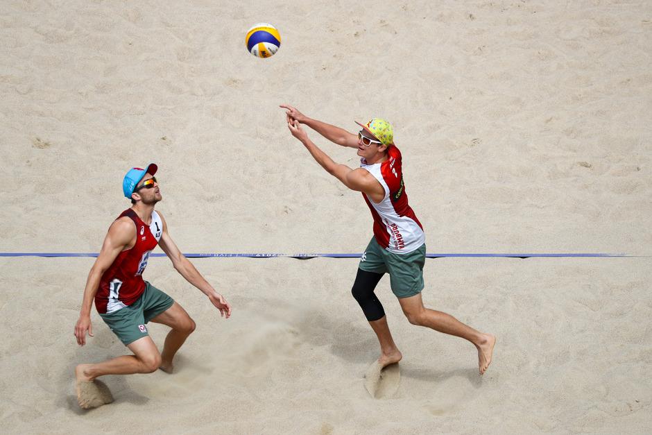 Robin Seidl (l.) und Philipp Waller stehen im WM-Achtelfinale.