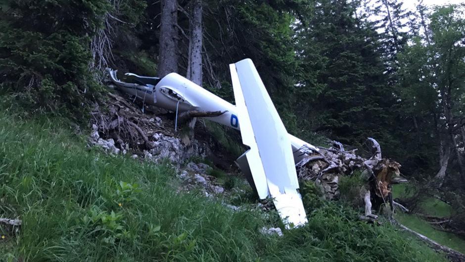 In 1800 Metern Höhe im Bereich Schmalegger Joch - Taler Joch stürzte das Segelflugzeug in einen Wald.