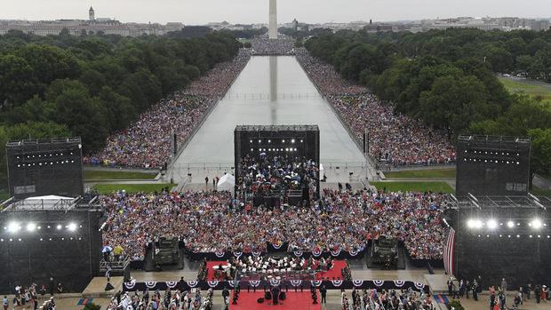 Bei der Rede von US-Präsident Donald Trump war der Bereich rund um das Reflexionsbecken gut gefüllt.