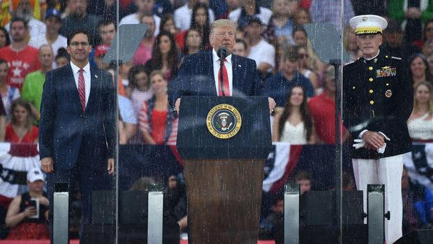 US-Präsident Donald Trump sprach hinter schusssicherem Glas.