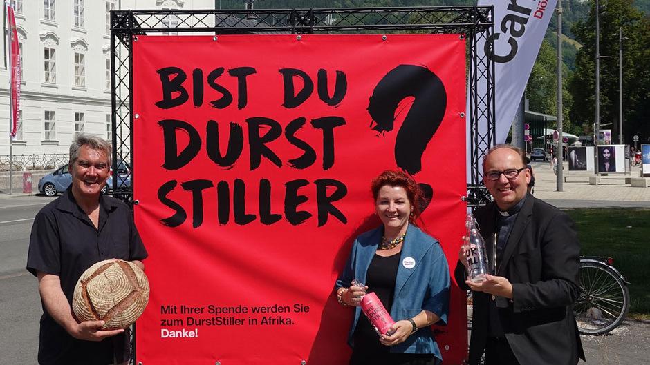 Caritas-Direktor Georg Schärmer (l.), Sibylle Auer (Leiterin Caritas-Auslandshilfe) und Bischof Hermann Glettler ersuchen um Spenden.