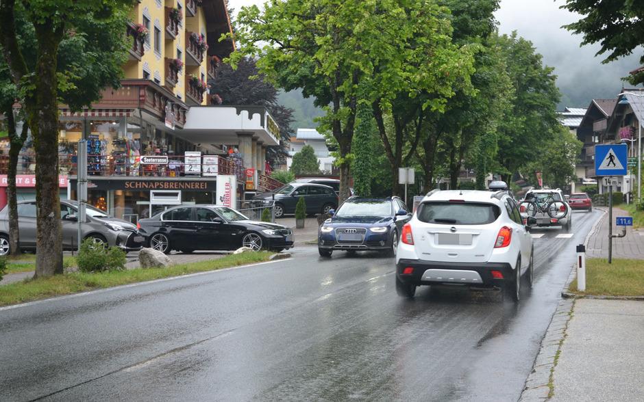 Mehr Sicherheit, weniger Lärm und im Endeffekt weniger Autos erhofft sich der Walchseer Gemeinderat durch die 30-km/h-Zone auf der B172.