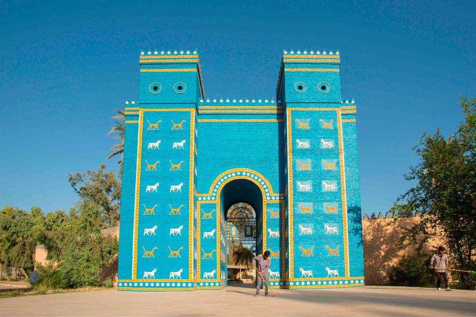 Babylon war vor mehr als 4000 Jahren das Zentrum des altbabylonischen Reichs und liegt rund 100 Kilometer südlich von Bagdad am Euphrat.