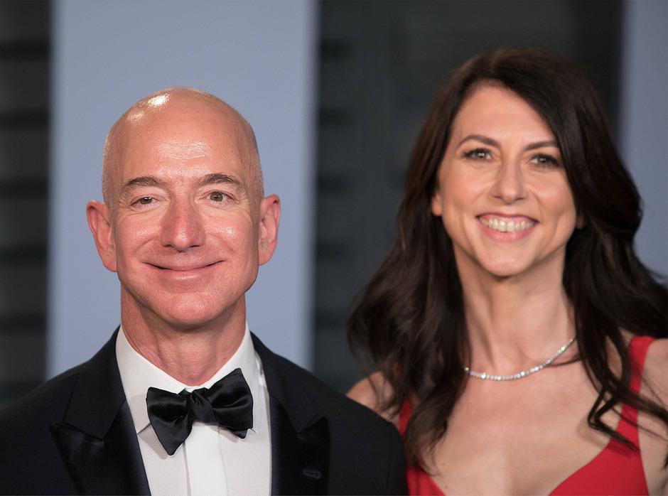 Jeff und MacKenzie Bezos gehen von nun an auch offiziell getrennt Wege.
