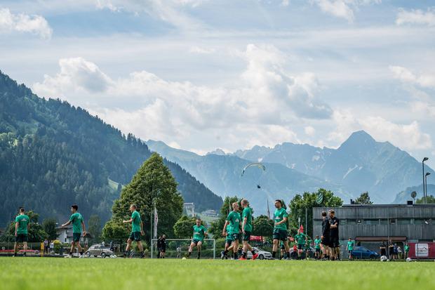 Beste Bedingungen in Zell - bereits zum achten Mal absolviert der deutsche Bundesligaklub Werder Bremen die Sommervorbereitung im Zillertal und testet heute die WSG Swarovski Tirol.