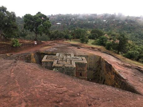 Die Georgs-Kirche von Lalibela wurde nach unten aus dem Fels gehauen und ausgehöhlt.