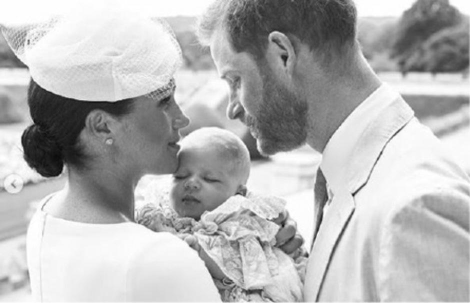 Prinz Harry und Herzogin Meghan mit ihrem Wonneproppen am Tag der Taufe.