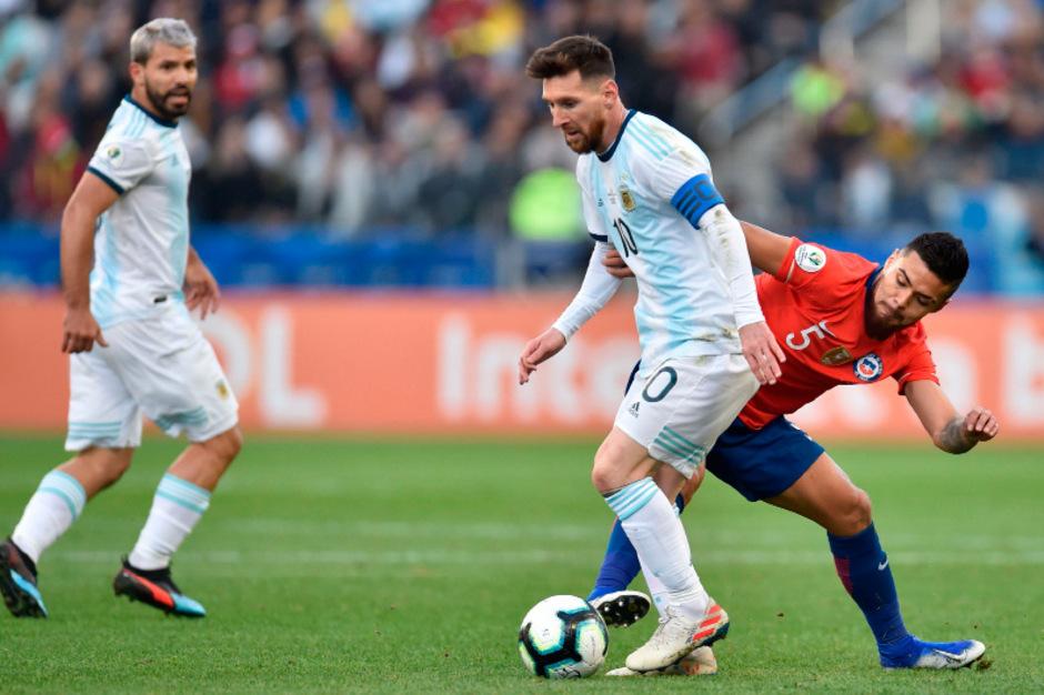 Superstar Lionel Messi wurde nach einem Disput mit Chiles Gary Medel in der ersten Spielhälfte mit Rot vom Platz geschickt.