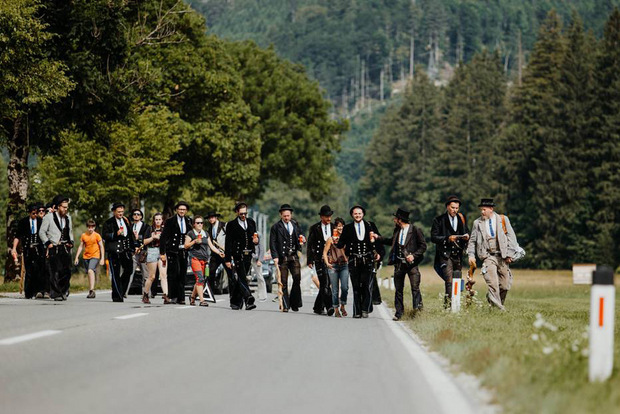 Wandergesellen begleiteten ihn die letzten Kilometer nach Hause.