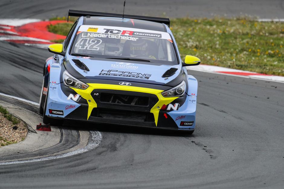 Das Arbeitsgerät des Osttiroler Piloten Lukas Niedertscheider ist ein Hyundai.
