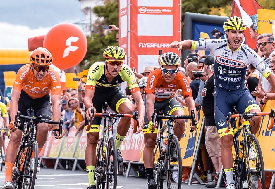 Jonas Koch (CCC Team, GER), Jannik Steimle (Team Vorarlberg Santic, GER), Emils Liepins (Wallonie Bruxelles, FRA), Tom Devriendt (Wanty Groupe Gobert, BEL) während der 2. Etappe.