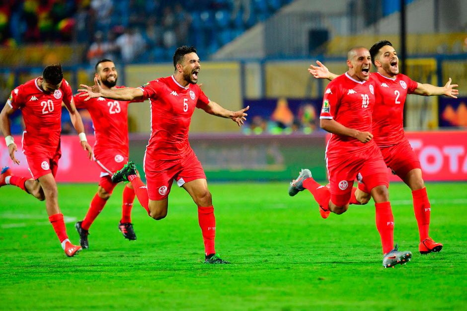 Die Tunesier jubeln nach dem Einzug ins Viertelfinale.