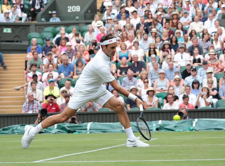 """Roger Federer machte seinem Beinamen """"FedEx"""" alle Ehre. In nur 73 Minuten servierte er Matteo Berrettini ab - neuer Rekord in einem Wimbledon-Achtelfinale."""