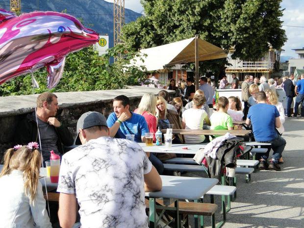Gemütlich wird es auch heuer wieder beim Schwazer Dorffest in der Falkensteinstraße zugehen.