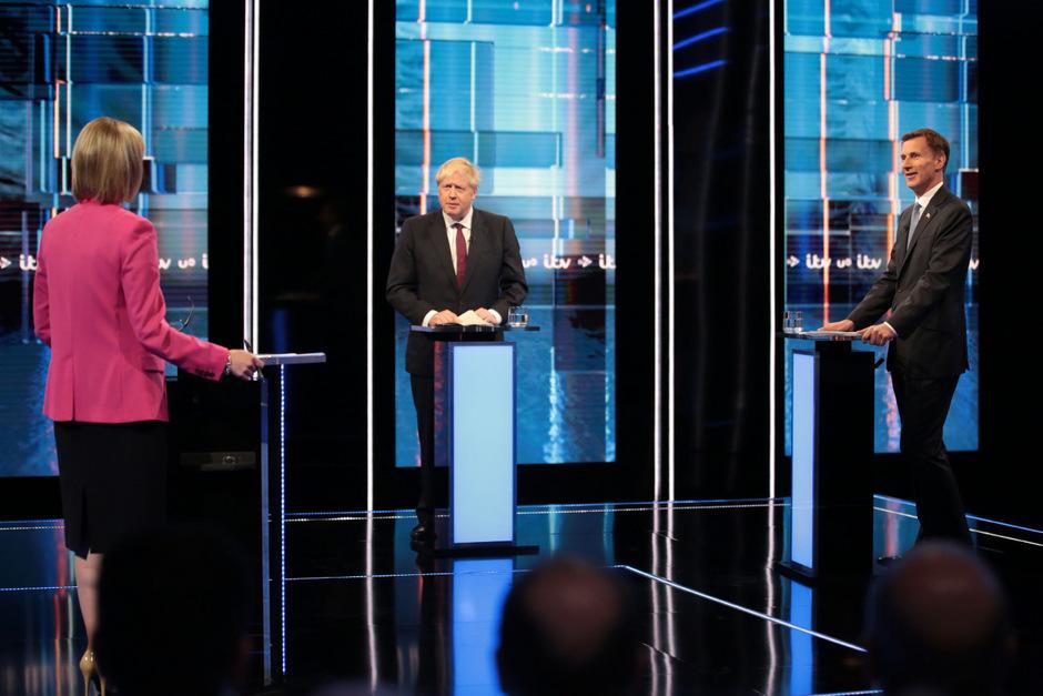 Boris Johnson (Mitte) und Jeremy Hund (rechts).
