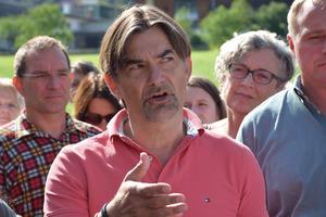 Projektleiter Karl-Heinz Löderles Versuche, das Vorhaben zu erklären, scheiterten an den vielen verbalen Zwischenmeldungen.