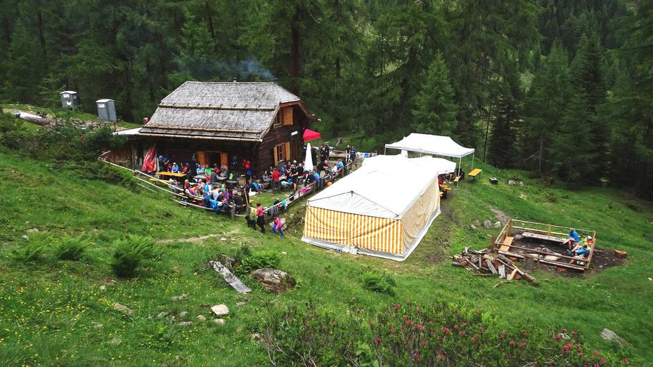 Rund 250 Fans der Landecker Skihütte trafen am Sonntag zur Jubiläumsfeier im reizvollen Urgtal ein.